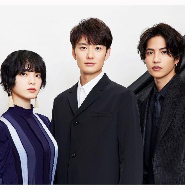 『さんかく窓の外側は夜』で、岡田将生、志尊淳、平手友梨奈が築いた兄妹のような絆とは?