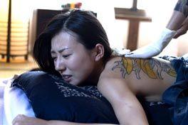 刺青 背負う女の画像
