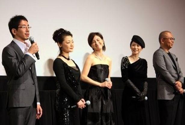 左から:野間口徹、黒田福美、広末涼子、中谷美紀、犬童一心監督