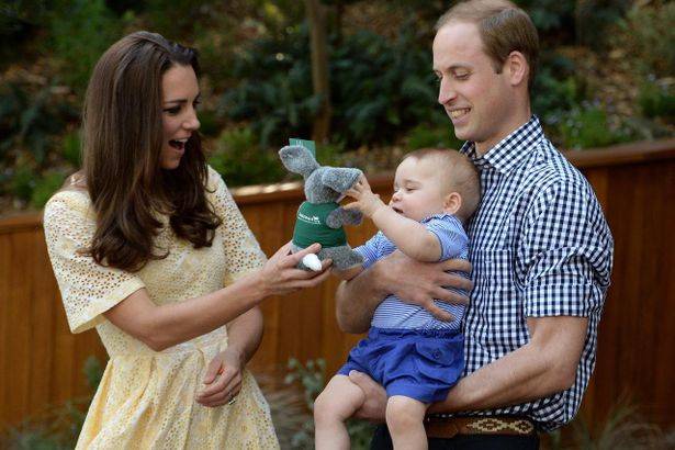 幼いジョージ王子の楽しそうな姿がカワイイ