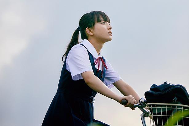 旬の女優・清原果耶が映画初主演を務める『宇宙でいちばんあかるい屋根』