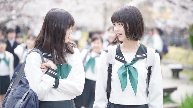 浜辺美波&福本莉子、注目の若手女優が共演