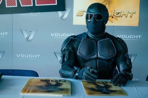 謎の覆面ヒーロー、ブラック・ノワール