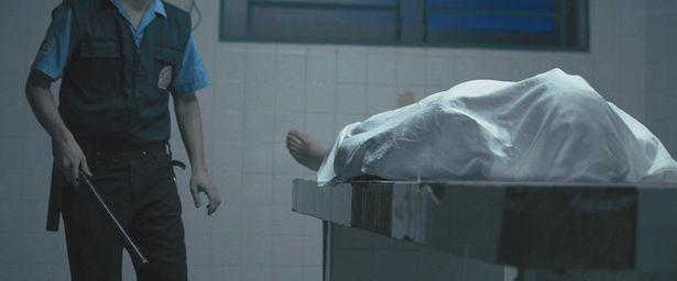 不気味な死体…(『モルグ 死霊病棟』)