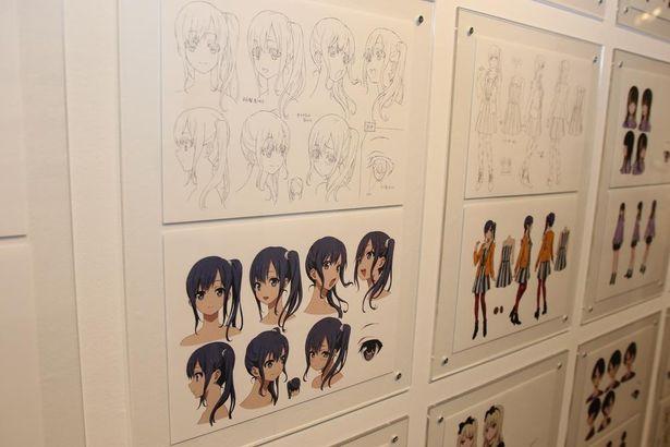 キャラクターの様々な表情やポーズ、衣装などが細かく指示されている