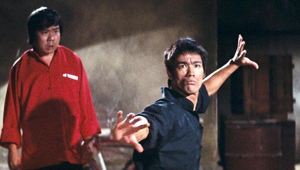 ローマを舞台に中華料理屋とマフィアの対立を描く『ドラゴンへの道』