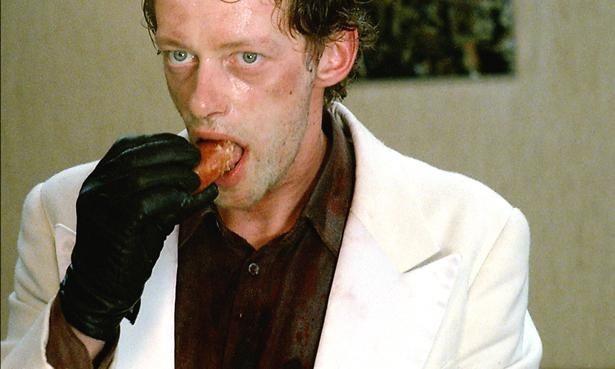 殺人鬼を演じるのは『Uボート』(81)のアーウィン・レダー