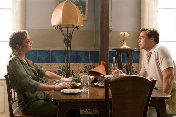 任務で出会った極秘諜報員のマックスとフランス軍レジスタンスのマリアンヌ