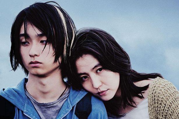 息子を支配しながらも、秋子自身も彼に依存している
