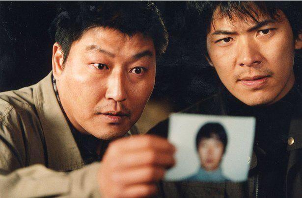 昨年解決した韓国三大未解決事件「華城連続殺人事件」をモチーフにした『殺人の追憶』