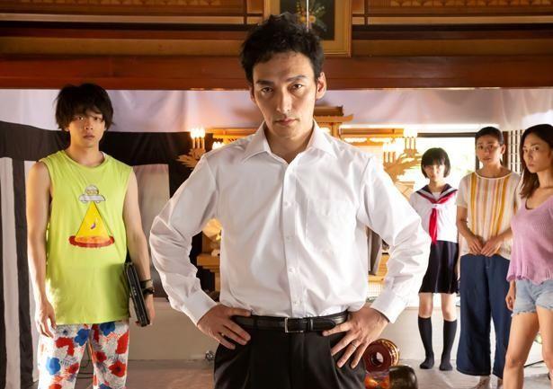 【写真を見る】草なぎ剛主演の『台風家族』も再び映画館に!