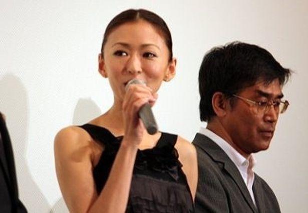 行天の愛人役の松雪泰子