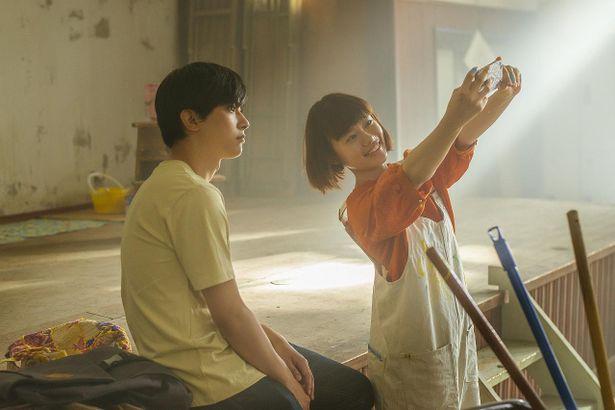 吉沢亮&杉咲花がW主演『青くて痛くて脆い』から計20点の場面写真が解禁!
