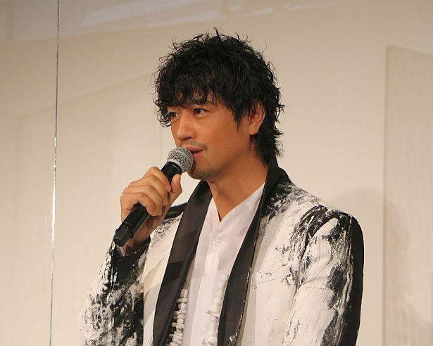 斎藤工はステイホーム中「木目や壁の傷と話したりしていた」とコメント