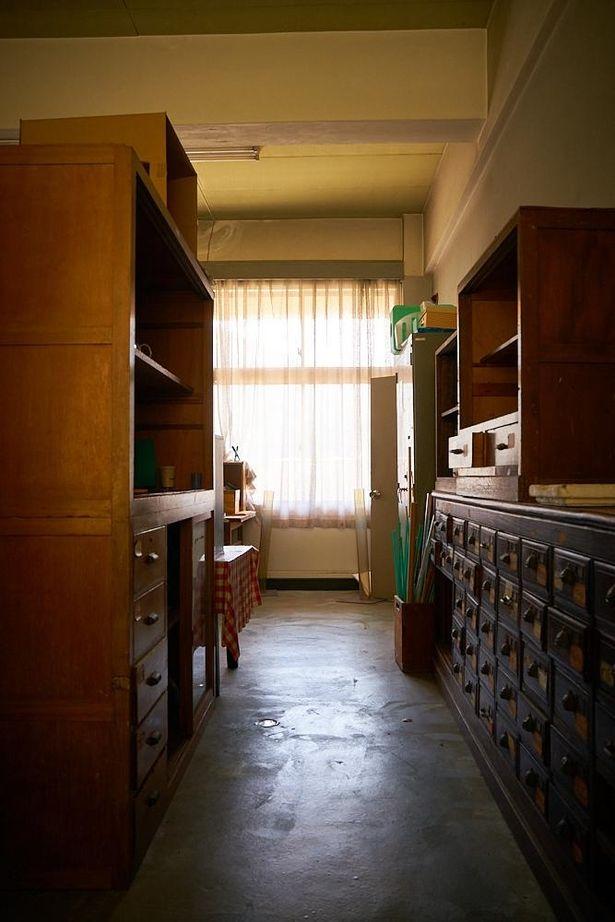 """【写真を見る】『時をかける少女』""""土曜日の実験室""""や、『転校生』の階段…尾道をバーチャル聖地巡礼<写真50点>"""