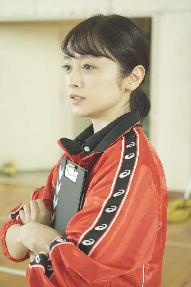 【写真を見る】女子ハンドボール部の顧問は安達祐実!鈴木福も出演しており、元子役が集結