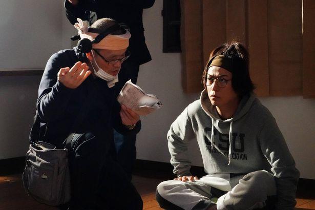 亀梨和也主演『事故物件 恐い間取り』のメイキング写真が解禁