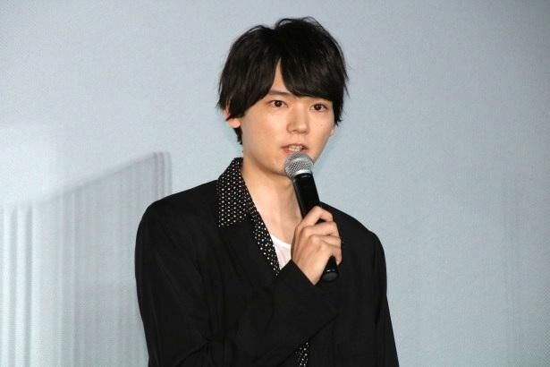 都会の生活に疲れ、挫折中の狐塚光臣役の古川雄輝