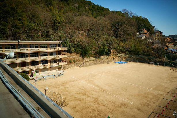 『時をかける少女』のロケ地となった、尾道市立長江小学校