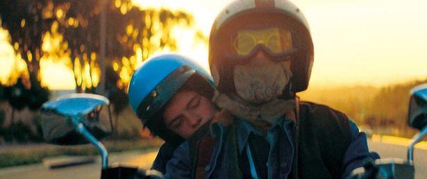 シャイア・ラブーフが自らの過去を綴った脚本を映画化した『ハニーボーイ』