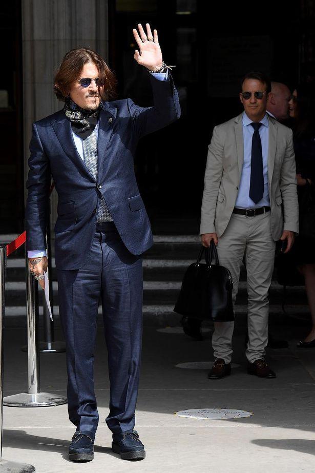 先日までイギリスで裁判に対応していたジョニー・デップ