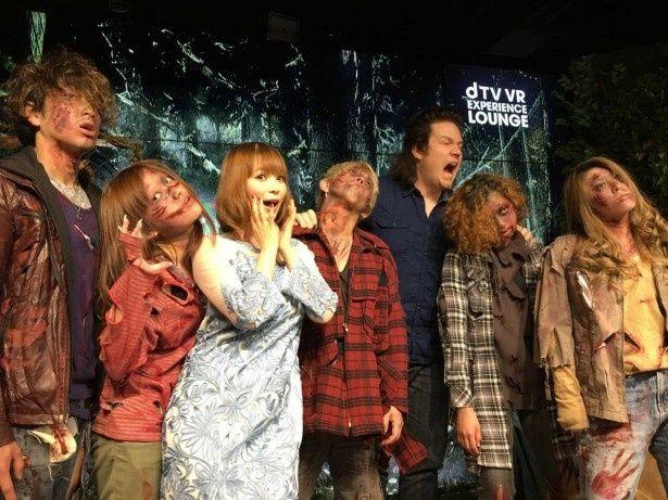 """""""しょこたん""""こと中川翔子は、ゾンビに囲まれ「夢がかないました!」とご満悦"""