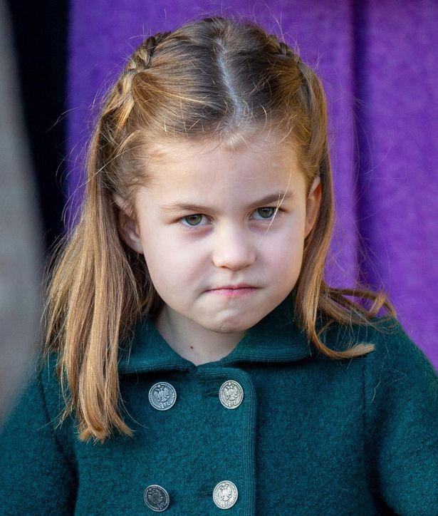 コロナの影響でゴッドファーザーの式に参加できなかったシャーロット王女