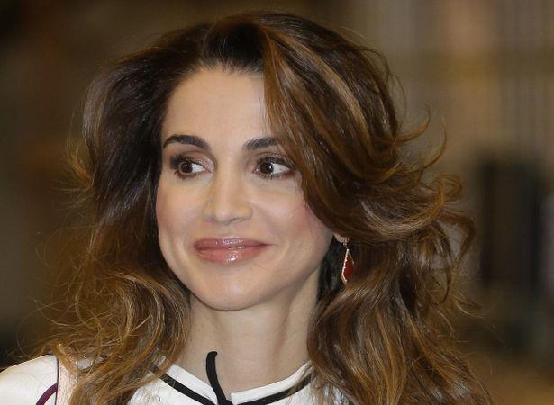 現役王室メンバーの中では最も美しい顔とされたラーニア王妃