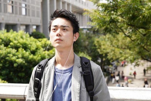 平成元年に生まれ、北海道で育った高橋漣(菅田将暉)