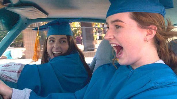 【写真を見る】モリーとエイミーは青春を取り戻せるのか!?(『ブックスマート 卒業前夜のパーティーデビュー』)