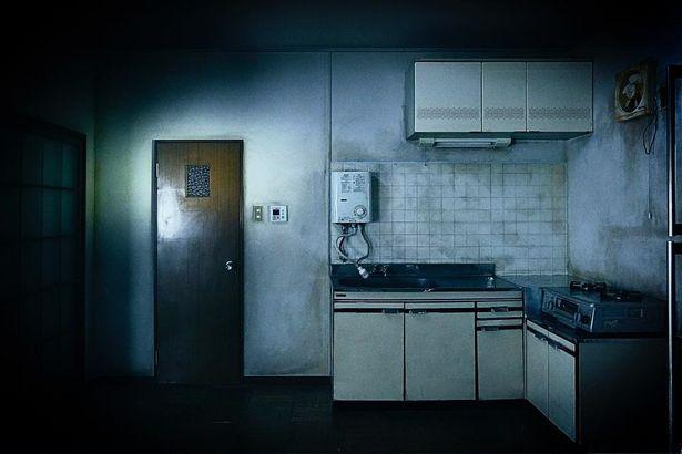【写真を見る】『事故物件 恐い間取り』に登場する、とても不穏な雰囲気を湛えた一室