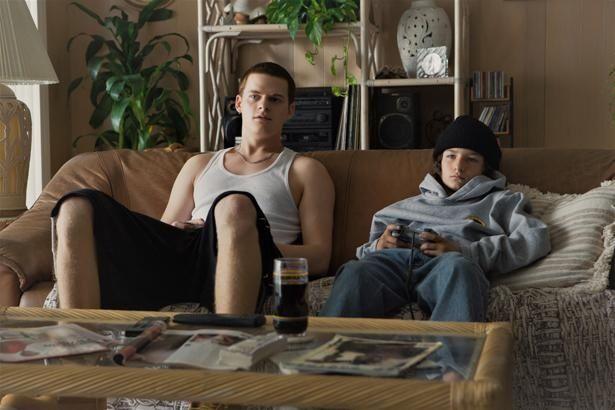 スティーヴィーの兄を、若手演技派ルーカス・ヘッジズが演じる