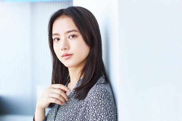 『宇宙でいちばんあかるい屋根』で映画初主演を務めた清原果耶