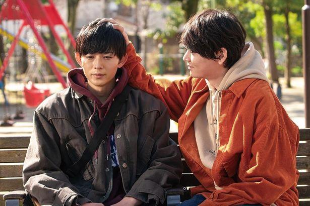 【写真を見る】イケメンが頭をポンポン…いまBL映画が日本でアツい!(『リスタートはただいまのあとで』)