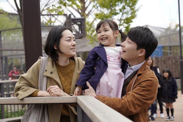 市川実日子演じる妻と子どもとの仲睦まじげなショット