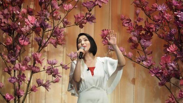 【写真を見る】歌姫・城南海の熱唱はこちら