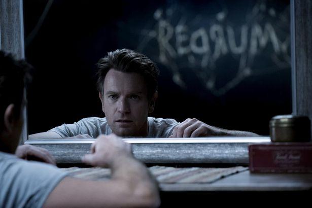 呪われたホテルに再び引き寄せられるダニーをユアン・マクレガーが演じる