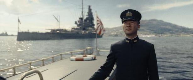 浅野は、山本五十六海軍大将(豊川悦司)の部下である山口多聞少将役