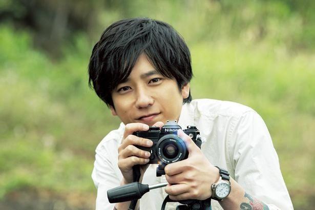 二宮和也が実在の写真家・浅田政志を演じる(『浅田家!』)