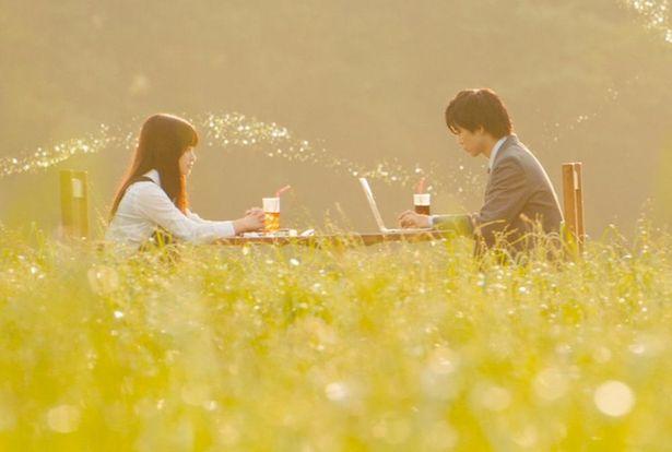 【写真を見る】橋本環奈&佐藤大樹が映える…