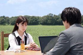 橋本環奈&佐藤大樹の演技をサポート!MV界の鬼才が作り上げる映像がフォトジェニックで美しい