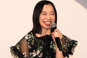 芦田愛菜、『星の子』初日舞台挨拶で地元に向けて、関西弁で挨拶「楽しんでってやー!」