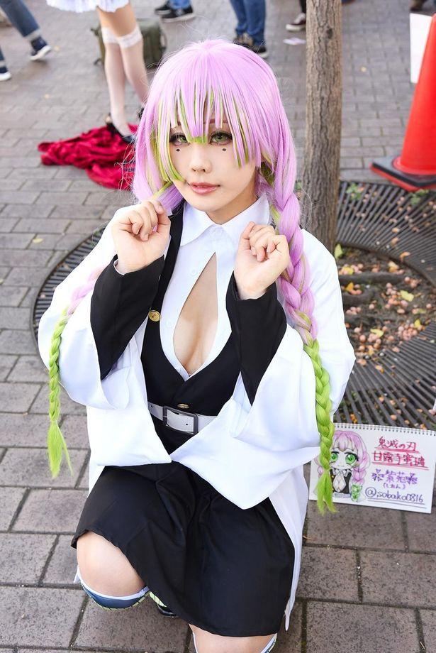 「鬼滅の刃」の甘露寺蜜璃に扮する紫苑さん