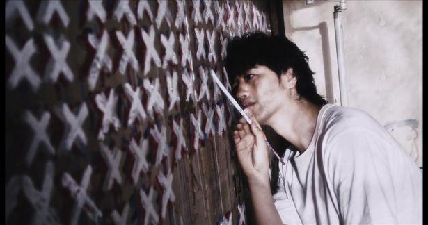 園子温監督作『孤独な19時』