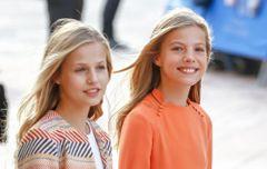 美女姉妹の新しい大人系ファッションが話題に