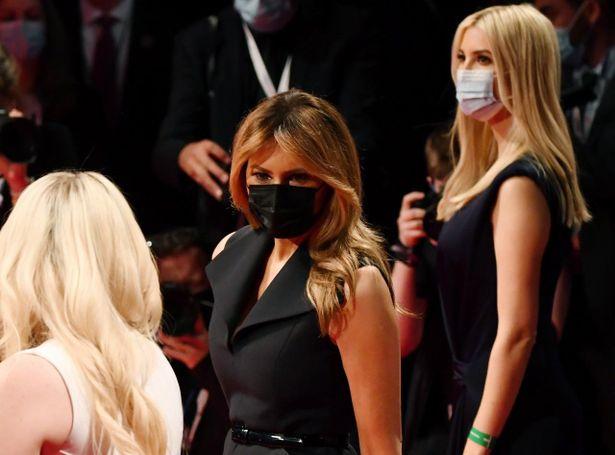 マスクなしの大統領の隣で連日マスク着用