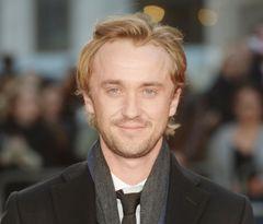 トム・フェルトン、かつての父親役ジェイソン・アイザックスと動画チャレンジ