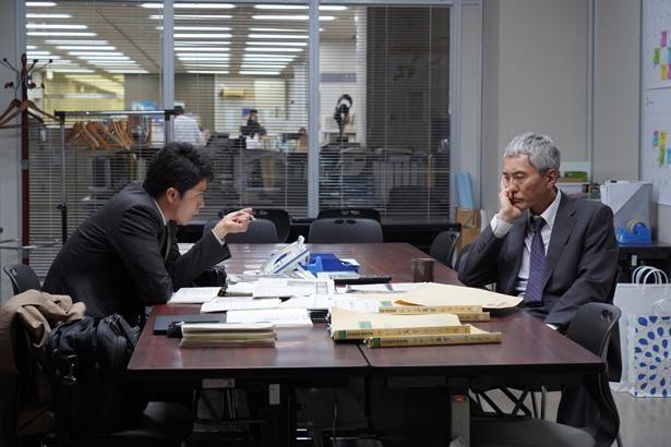 事件発生当時、社会部記者だった水島役に松重豊