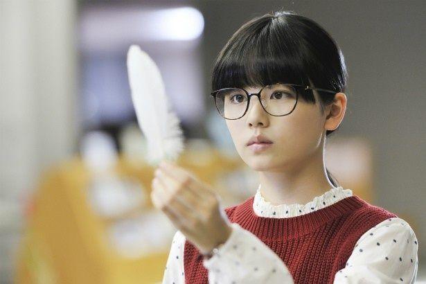 【写真を見る】可愛い!メガネをかけた小芝風花