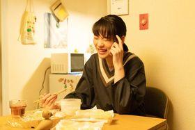 のん主演『私をくいとめて』ヒロインの脳内相談役がお悩み相談室を開設!